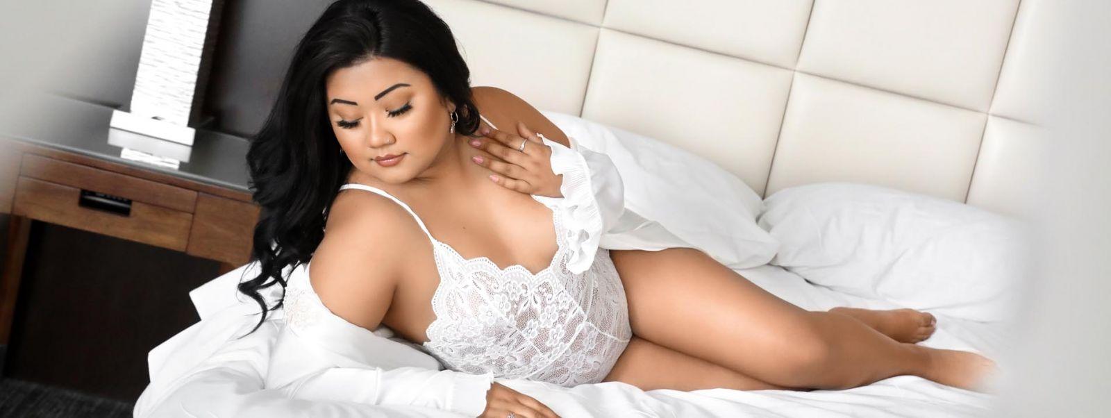 boudoir photo shoot model